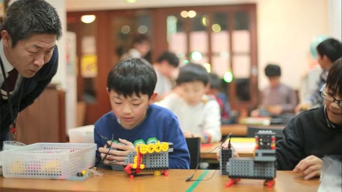 ヒューマンロボット教室の授業風景